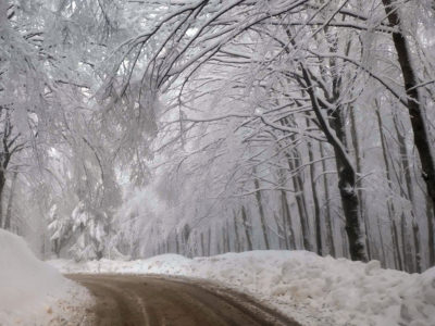neve montagna strada